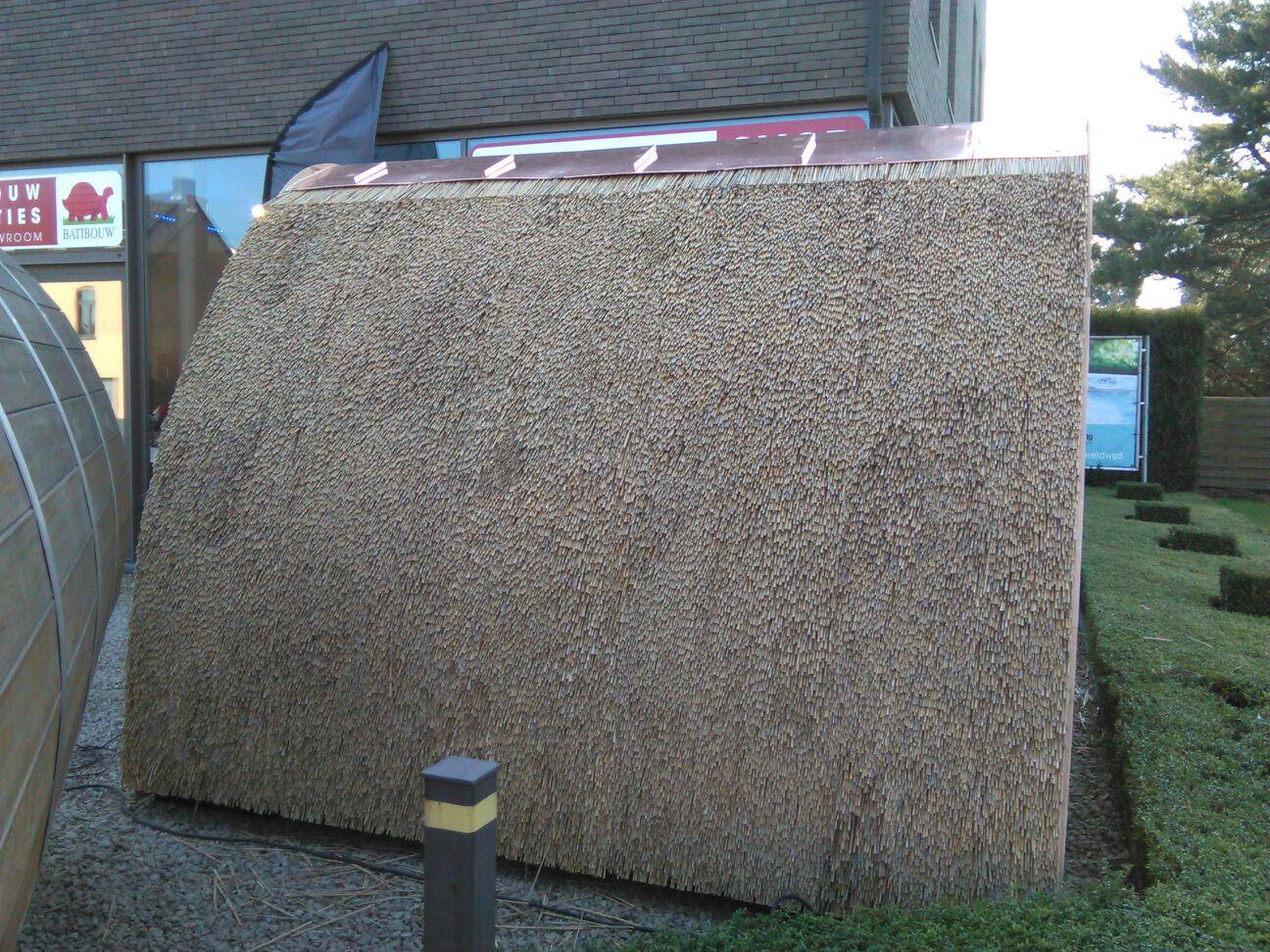 Rieten dak voor de saunapod - Riet voor struik ...